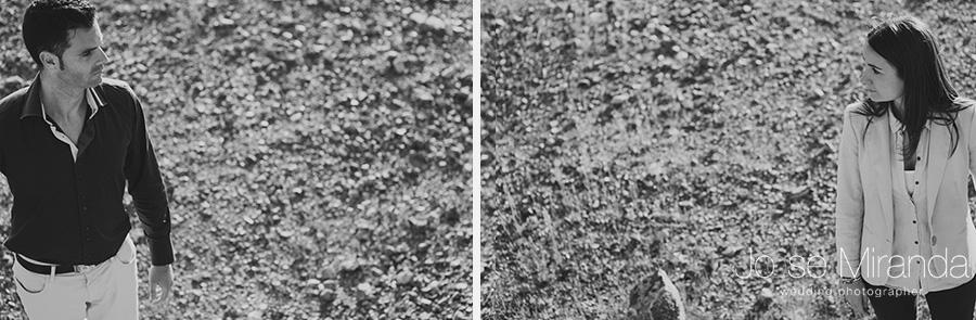 retratos de novio y novia en blanco y negro en paisaje de tierra en La Carolina