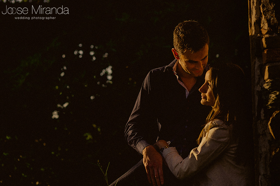 Fotrografia de pareja de guapos en pre-boda