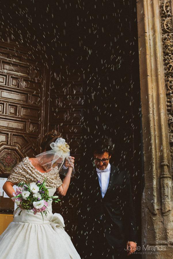 Momento arroz en una boda en Iglesia de Santa Marta en Martos.