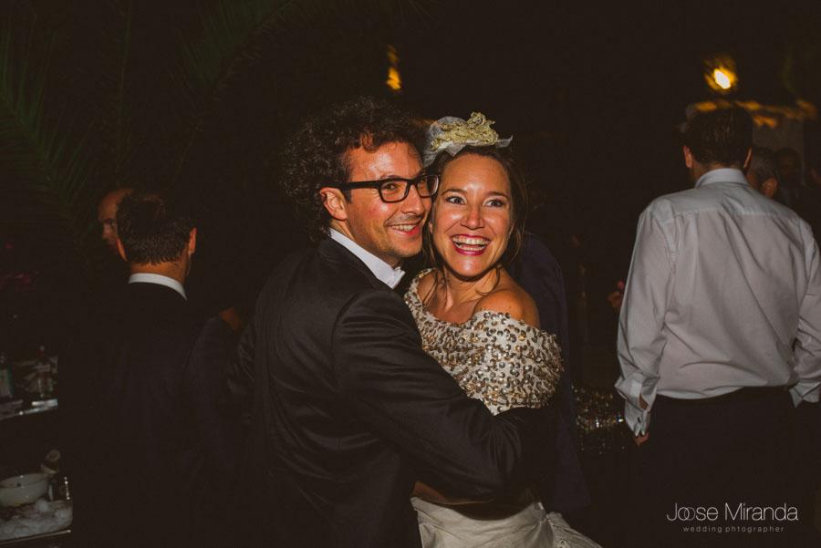 Novios abrazados durante el baile en el Cortijo el Madroño en Martos