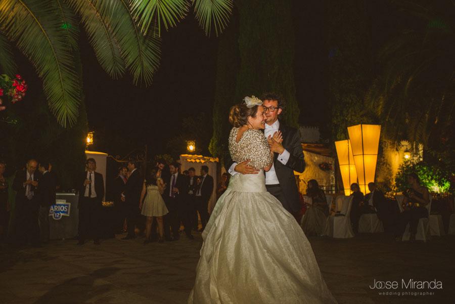 novios en el baile en el jardin del madroño