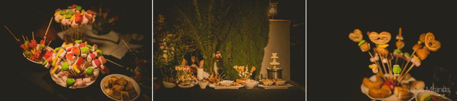 Detalles de las chuches de la boda y la fundee en una fotografía de boda en Martos