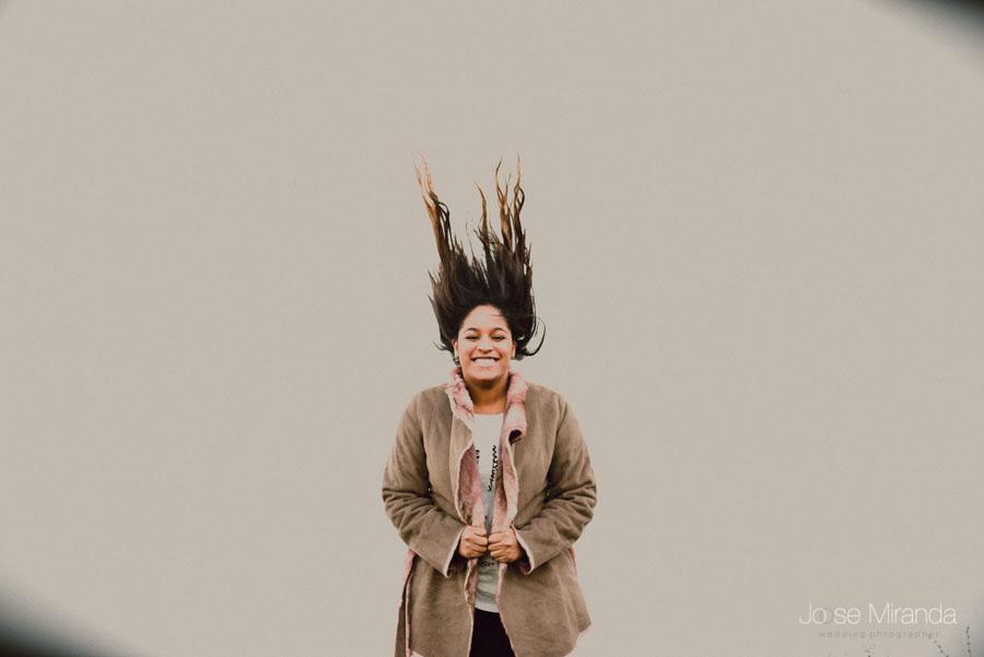 Amynata jugando con el pelo