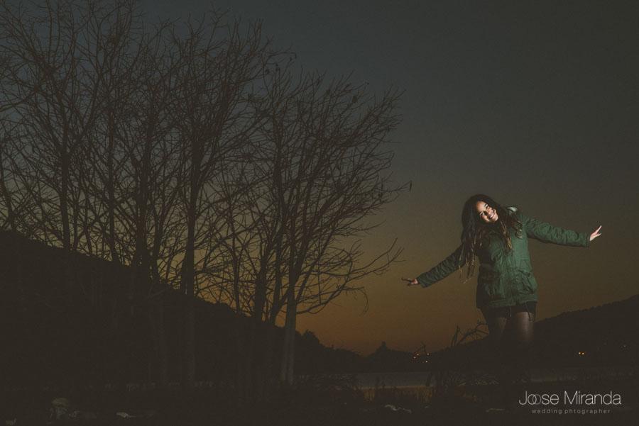 Amynta cantando y bailando en sesión de fotos