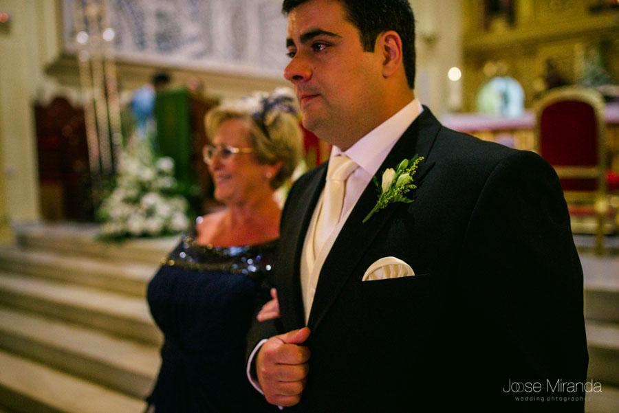 El novio llorando cuando ve a la novia en la Iglesia de San Amador