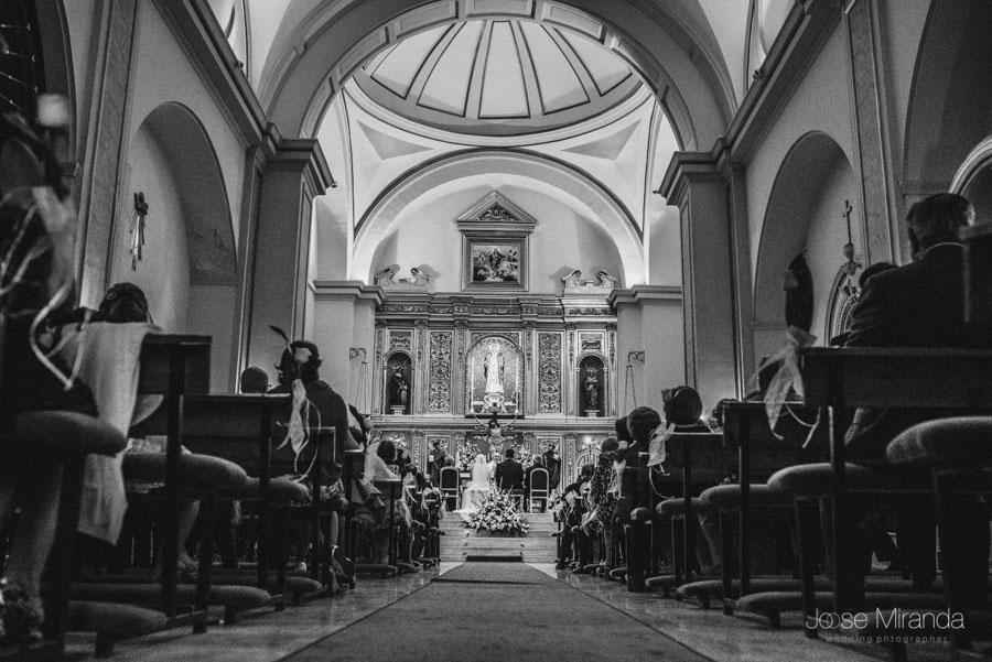 Iglesia de San Amador en Martos en una fotografía de boda en Martos, Jaén