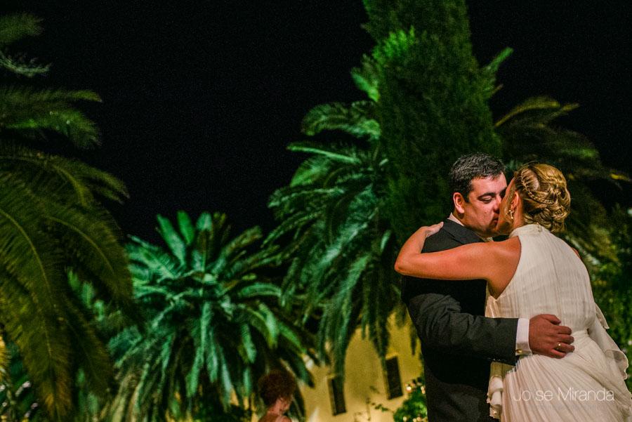 El baile de los novios durante la celebración en el Cortijo el Madroño